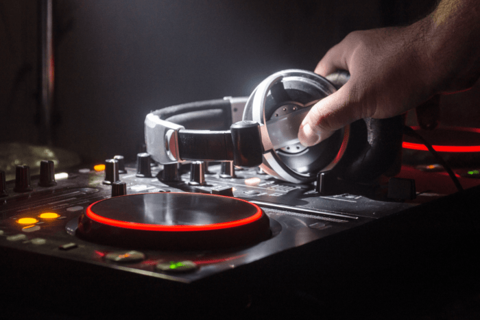 This image has an empty alt attribute; its file name is DJ-CONTRACT-AND-EVENT-CTA-2-min-700x467.png